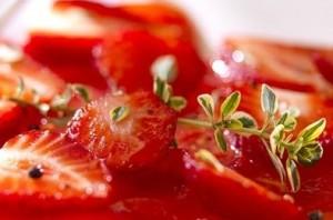 ensalada tomillo tomate y fresas